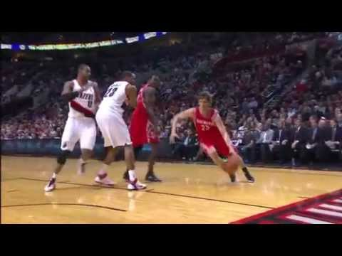 LaMarcus Aldridge blocks Chandler Parsons