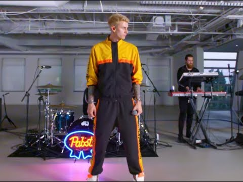 Machine Gun Kelly - The Break Up (LIVE) 2018
