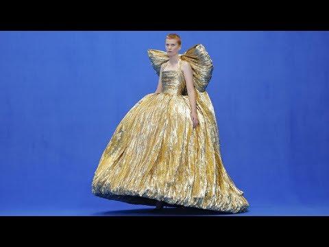 Video - Η μεγάλη επιστροφή του Balenciaga στην υψηλή ραπτική