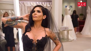 What Will The Family Think Of This Bride's Black Gown? | Say Yes to the Dress