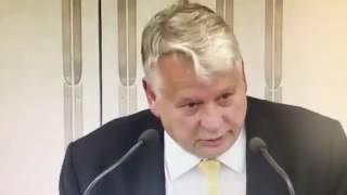 """Oto Bonkowski.  Zwie się senatorem.  Wyzywa Polaków od """"upiorów bolszewickich"""" i """"ubeckich wdów""""."""