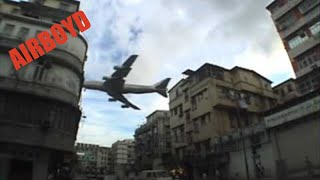Planes Are Flying Extremely Low Over Hong Kong