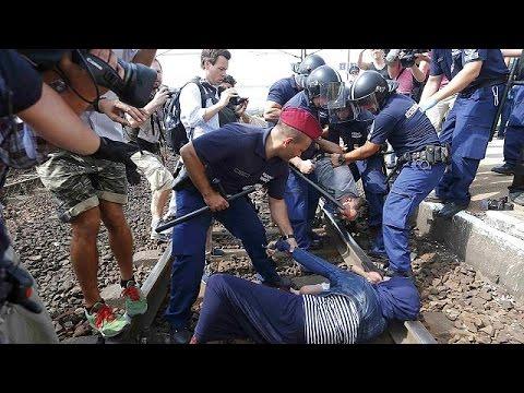 Ουγγαρία: Συμπλοκές σε χωριό κοντά στα σύνορα- Η αστυνομία σταμάτησε τρένο με πρόσφυγες