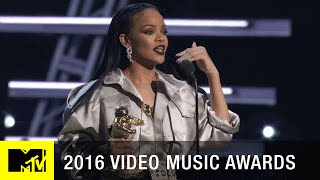 Rihanna Accepts Michael Jackson Vanguard Award