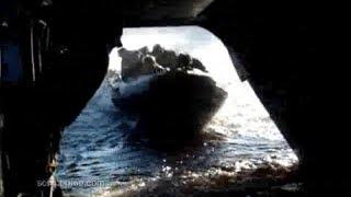 Le bateau rentre directement dans l'hélicoptère