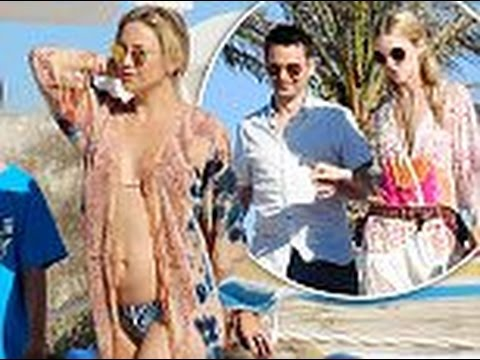 Video Kate Hudson, Matt Bellamy and her two sons to a family holiday in Ibiza download in MP3, 3GP, MP4, WEBM, AVI, FLV January 2017