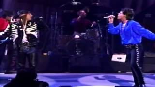 Quando Chico César e o U2 são parecidos. Veja os vídeos e compare