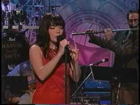 Video Bjork - It's Oh So Quiet 1995-11-02 Leno download in MP3, 3GP, MP4, WEBM, AVI, FLV January 2017