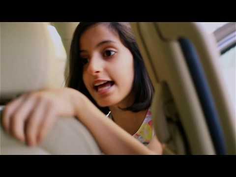 فيديو : كيف تتعامل البنات مع العامل الذي يحضر طلبات البقاله المقطع رهيب خلوا بناتكم الصغار  يشوفونه