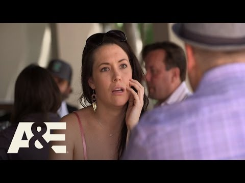 Wahlburgers: Mark Plays Cupid for Big A (Season 4, Episode 8) | A&E