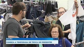 Lojistas comemoram movimento no comércio com a troca de presentes