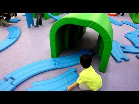 プラレールのアスレチックで遊ぶ1 Plarail playground Part 1/2