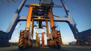 Gioia Tauro Italy  city photos gallery : Timelapse: Straddle carrier delivery to MCT in Gioia Tauro, Italy