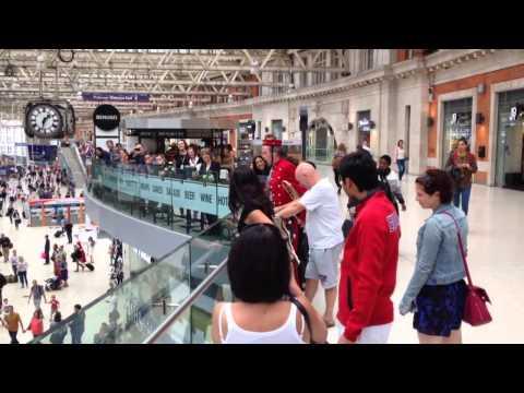 Video Waterloo station opera - Carmen download in MP3, 3GP, MP4, WEBM, AVI, FLV January 2017