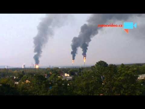 Chemické závody v Litvínově válí