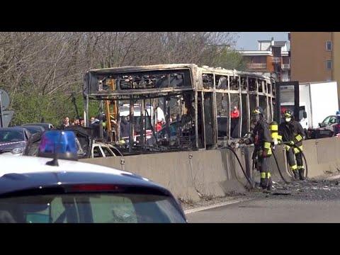 Μιλάνο: Οδηγός πυρπόλησε λεωφορείο γεμάτο μαθητές