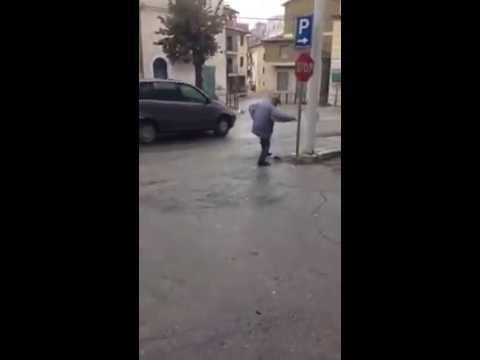 Casoli, il video della caccia al topo diventa virale VIDEO