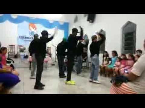 APRESENTAÇÃO DO GRUPO DE DANÇA DA ASSEMBLEIA DE DEUS MINISTERIO DE SANTOS EM CORDISLANDIA MG