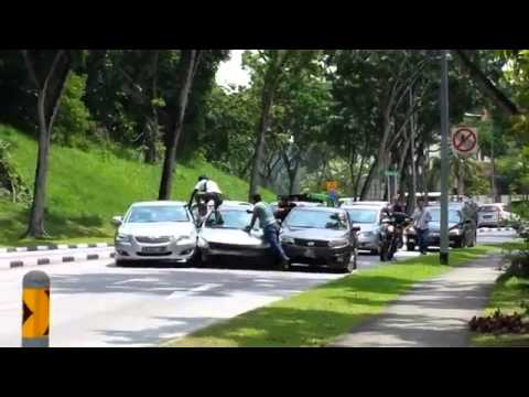 Accident @ Bukit Batok - Driver Stuck in Collision