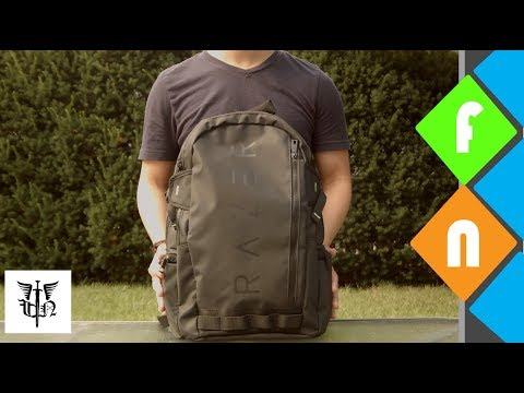 What's In My Tech Bag - Summer 2017 ft. Razer Rogue Backpack!