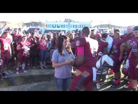 Football Player Proposes to Girlfriend after Game