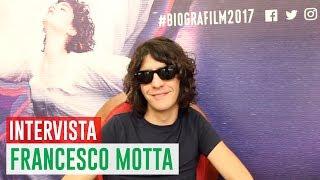 Il poco più che trentenne cantautore e polistrumentista italiano, Francesco Motta, si è esibito sul palco del Biografilm Festival, chiudendo ufficialmente il tour del suo disco, La Fine dei Vent'anni, a ridosso dell'uscita in sala di Ciao Amore, vado a combattere, film che lo ha visto come compositore della colonna sonora. Lo abbiamo intervistato nel corso del festival.---Leggi il magazine:- http://leganerd.comSeguici anche su:- Facebook: http://facebook.com/leganerd- Facebook: http://facebook.com/incautoacquisto- Twitter: http://twitter.com/leganerd- Instagram: http://www.instagram.com/leganerdgram