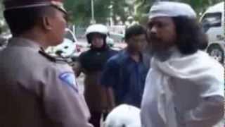 Video Heboh- Kyai ngamuk saat di tilang Polisi MP3, 3GP, MP4, WEBM, AVI, FLV September 2017