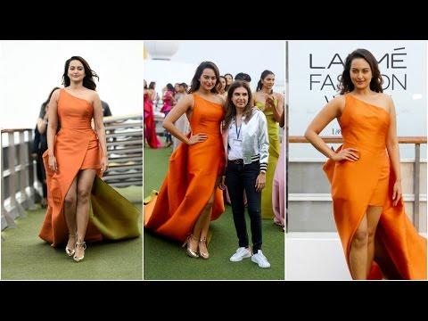 Sonakshi Sinha Walks On The Ramp On Cruise At Lakme Fashion Week 2017 Opening Show