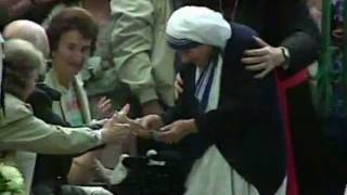 Penn And Teller BS Christopher Hitchens on Mother Teresa.