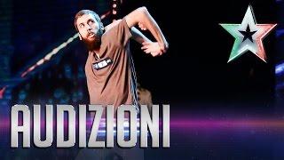 Niesamowity taniec we włoskim Mam talent.