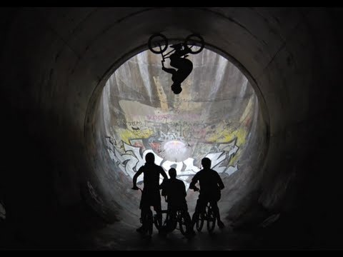 BMX 16ft Full Pipe Loop - Red Bull Full Circle