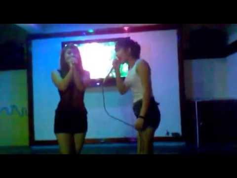 2 Girl xinh quẩy trong quán Karaoke bài Con Heo Đất