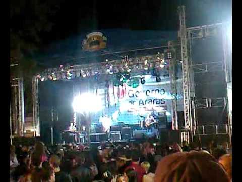 Banda 14 Bis em Araras - música  Caçador de Mim