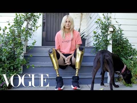 How Lauren Wasser, the Model With Golden Legs, Made a Triumphant Return | Vogue (видео)