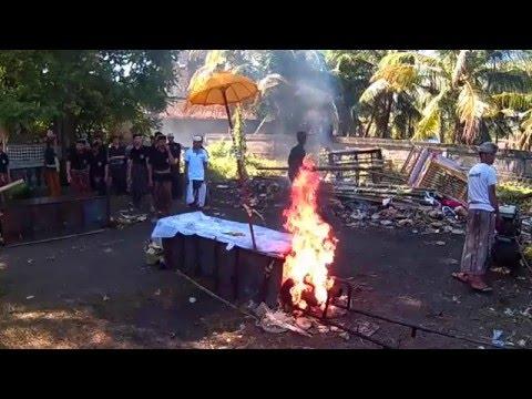 Video Ngaben. Balinese Funeral, ritual cremation. Bali. download in MP3, 3GP, MP4, WEBM, AVI, FLV January 2017
