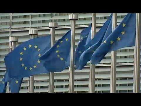Η Κομισιόν αναθεωρεί προς τα κάτω τις προβλέψεις για την ανάπτυξη στην Ευρωζώνη…