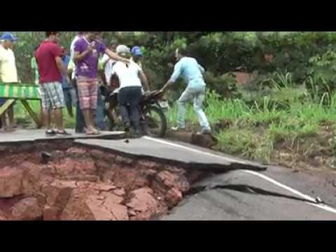 Trecho da BR-222 cede próximo ao município de Abel Figueiredo
