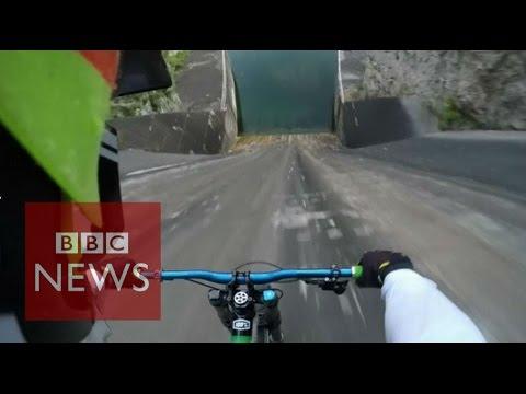 Ο Πριμόζ Ράβνικ κατέβηκε με το ποδήλατο του φράγμα 60 μέτρων στην Λιουμπλιάνα