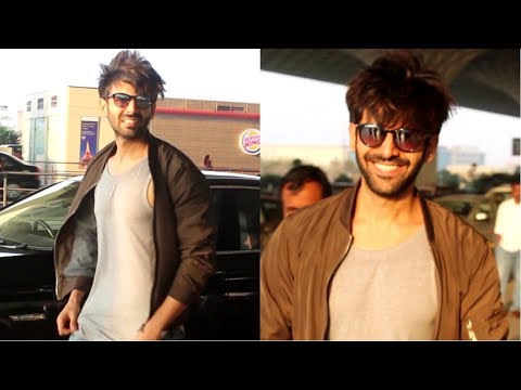 Kartik Aaryan Spotted At Mumbai Airport