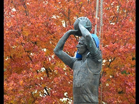 Larry Bird statue arrives at Indiana State