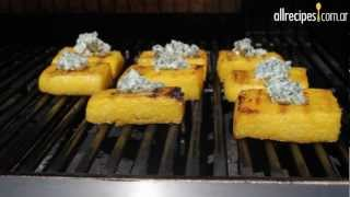 Cuadraditos de polenta y queso azul