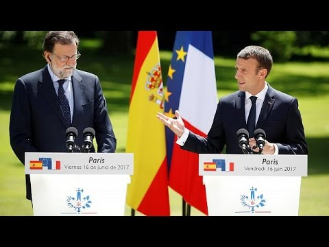 Χαιρετίζει ο Μακρόν τη συμφωνία του Eurogroup