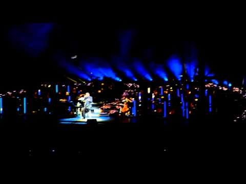 George Michael canta en la inauguración