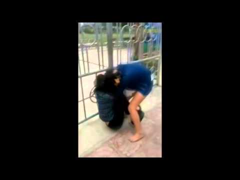 VN-FEMALE STUDENTS FIGHT-FRIENDS SUPPORT