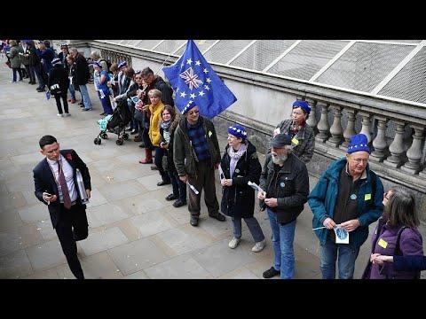 «Ανθρώπινη αλυσίδα» κατά του Brexit στην Downing Street