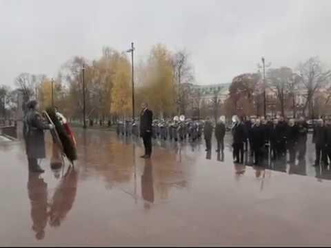 Возложение венка к Могиле Неизвестного солдата