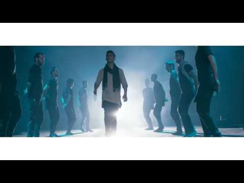 """شال فلسطيني ودبكة وبريك دانس في أغنية محمد عساف الجديدة """"سيوف العز"""""""