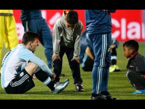 Dos niños chilenos, en vez de festejar, fueron a consolar a Messi Chile vs Argentina (4-1) 2015