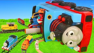 Video Thomas Train Crash: Toy Vehicles, Tractor, Trucks & Cars | Train Toys for Kids MP3, 3GP, MP4, WEBM, AVI, FLV Juni 2019