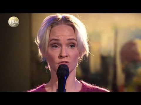 , title : 'Sofia Pekkari sjunger Blowin' in the Wind - Malou Efter tio (TV4)'